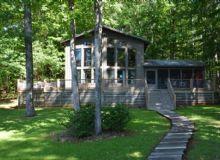 Quiet Wooded Lake Retreat